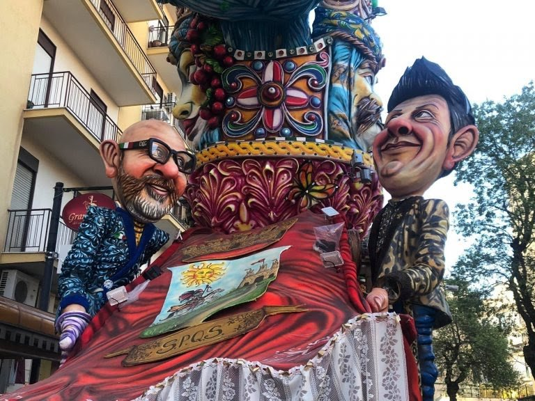 Bambino di 4 anni cade dal carro di Carnevale e muore a Scia