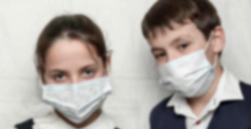 Coronavirus, fratellini da soli in quarantena: la nonna è mo