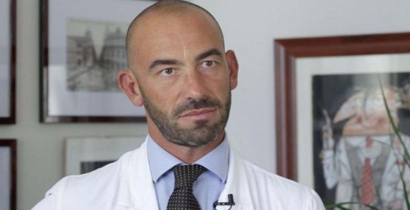 """Bassetti, l'annuncio del virologo dopo il vaccino: """"Quel che è successo è molto grave"""""""