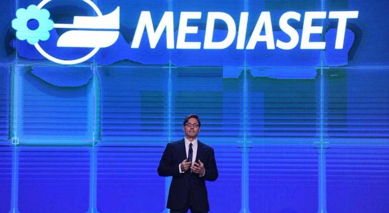 Mediaset, storico conduttore lascia il biscione dopo 32 anni: comunicato