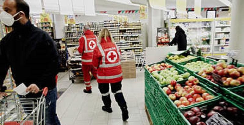 Coronavirus, i pericoli presenti nei Supermercati che ci espongono al contagio: come comportarsi