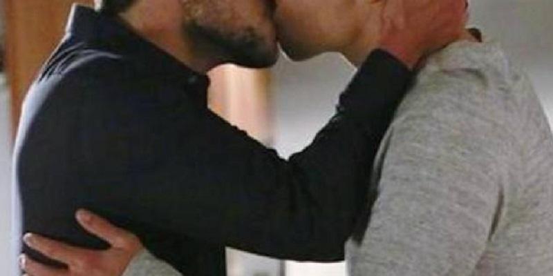 """""""L'omosessualità esiste"""", volto noto della Tv italiana fa co"""