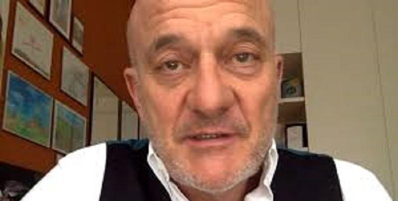 Claudio Bisio, grave lutto per il conduttore: il Coronavirus