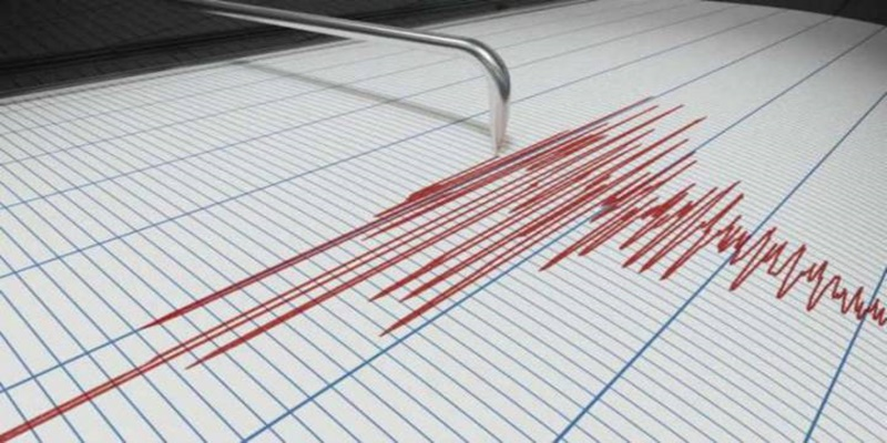 Italia, due forti scosse di terremoto nel giro di pochi minuti: gente in strada