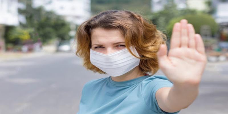 Arriva una preoccupante scoperta sui contagi: ecco quello che accade quando parliamo ad alta voce