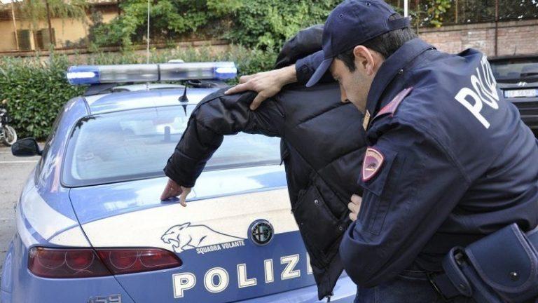 Spettacolo italiano sotto choc: la cantante è stata arrestata per affari con la camorra