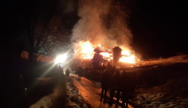 Alessandria, ospedale Covid in fiamme, gente che si lancia dalle finestre: ci sono diversi morti