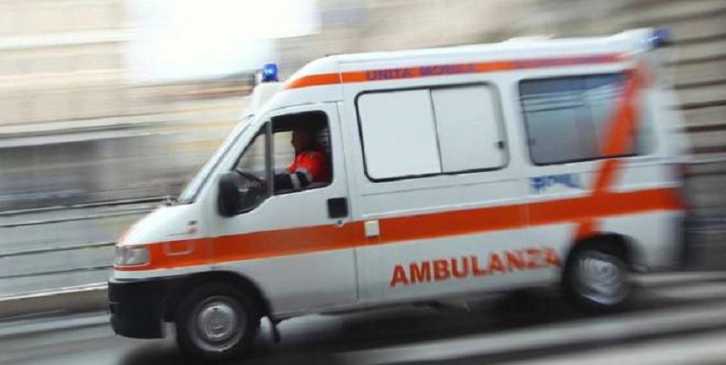 Italia, tragico schianto tra 4 mezzi pesanti: morti e feriti sull'asfalto
