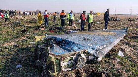 E' precipitato un aereo, ci sono almeno 25 vittime
