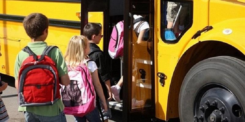 Scuolabus investe bimbo di 4 anni: morto tra le braccia della mamma