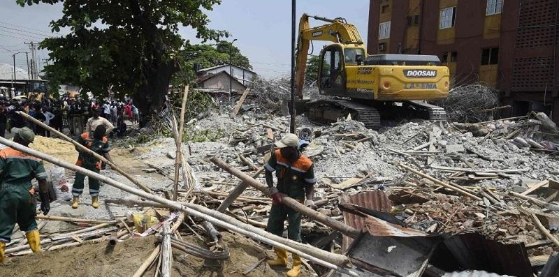 Crolla una Chiesa: decine di morti sotto le macerie