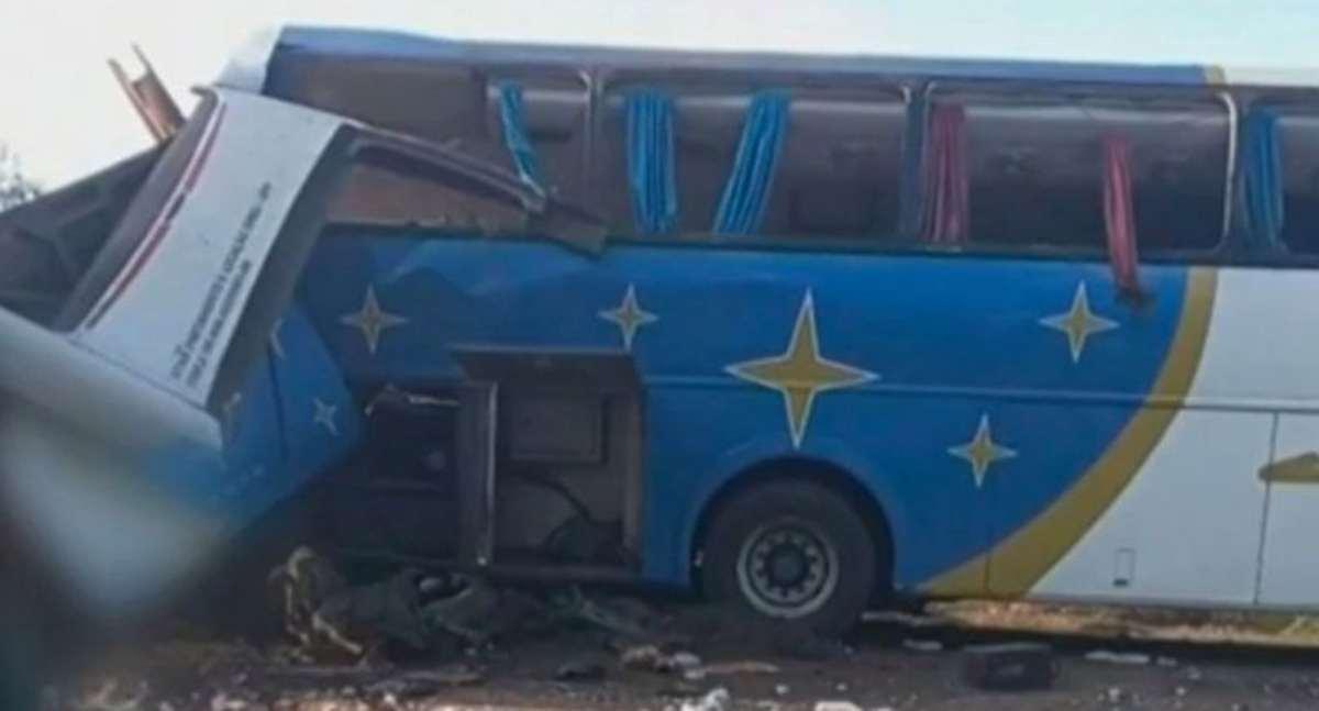 Scontro tra camion e pullman: almeno 40 morti