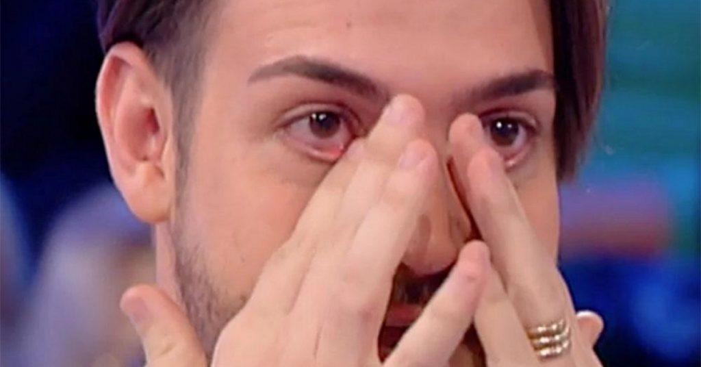 """Valerio Scanu, l'annuncio in diretta Tv: """"E' intubato, polmoni compromessi"""""""