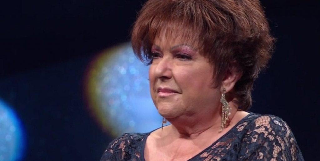 """Orietta Berti: """"Non ci vedo più"""". Scoppia a piangere sul palco"""