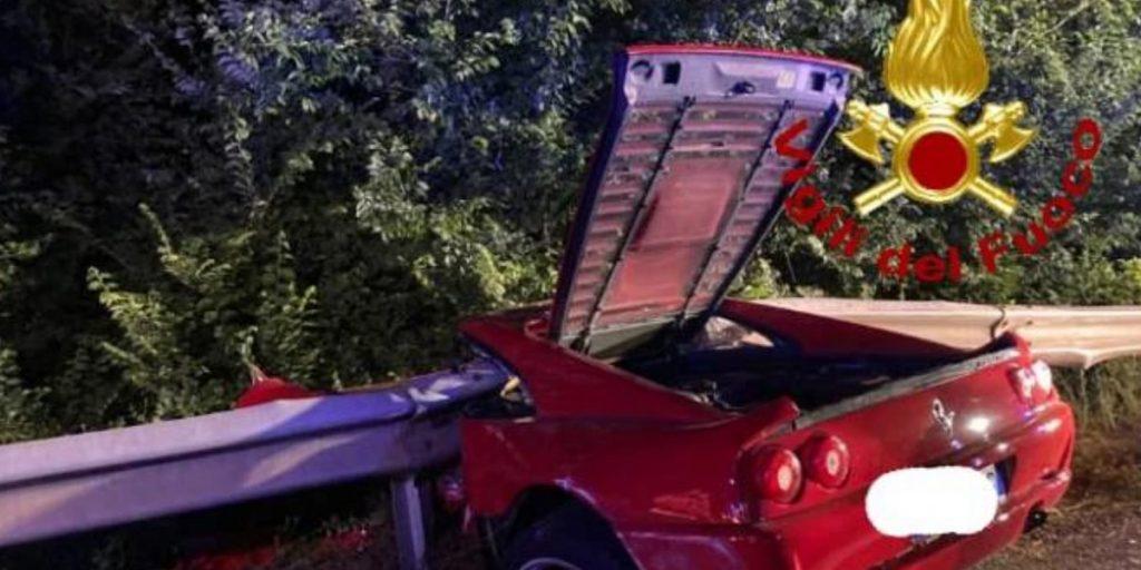 Tragico schianto in Ferrari contro il guard rail: il triste annuncio