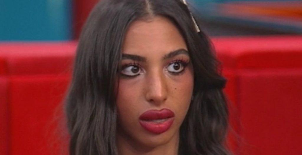 Perché Lulù ha un cerotto sulla fronte? Piccolo incidente al GF Vip – VIDEO