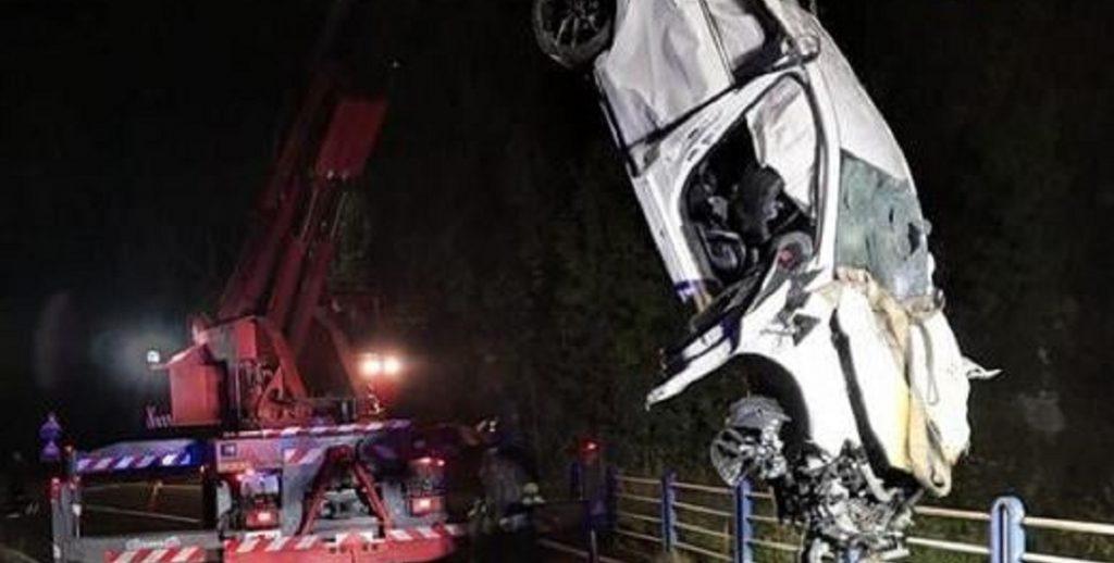 """Italia, tragico schianto: """"Un'intera comunità distrutta"""". Morti e feriti sull'asfalto"""