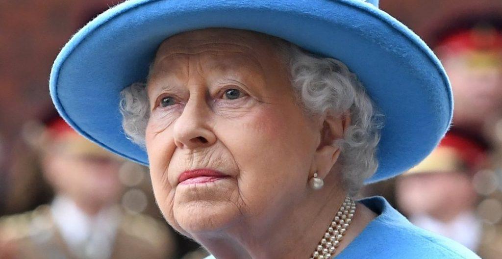Regina Elisabetta, sono ore di grande ansia in Gran Bretagna e nel mondo intero